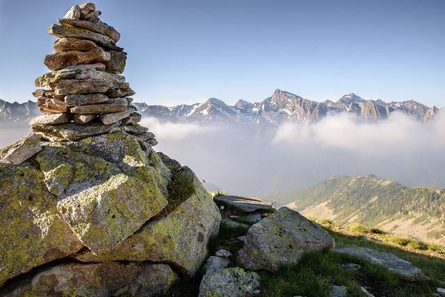 https://pixabay.com/de/gleichgewicht-szene-zentriert-berge-863459/