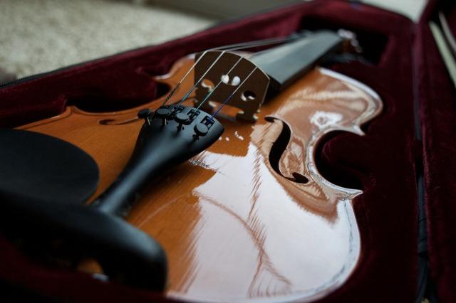 https://pixabay.com/de/violine-br%C3%BCcke-geige-instrument-1136989/