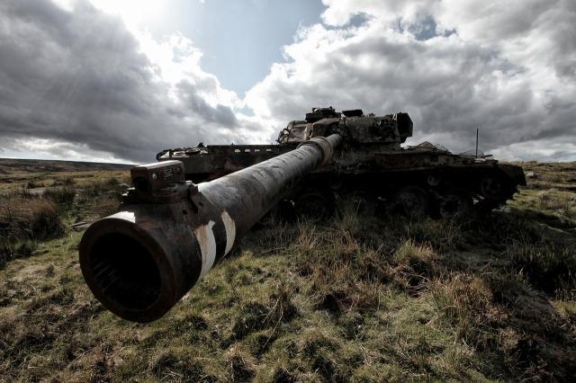 https://pixabay.com/de/tank-milit%C3%A4rische-krieg-verlassenen-1063754/