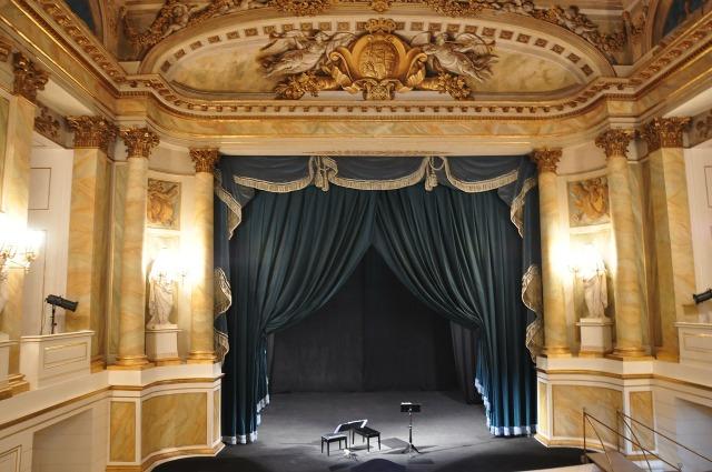 https://pixabay.com/de/badezimmer-theater-auf-dem-wasser-243009/