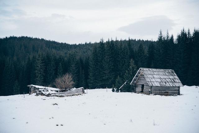 https://pixabay.com/de/h%C3%BCtte-schuppen-winter-schnee-k%C3%A4lte-690922/