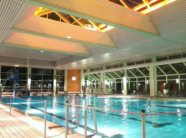 https://pixabay.com/de/schwimmbad-hallenbad-schwimmen-blau-310448/