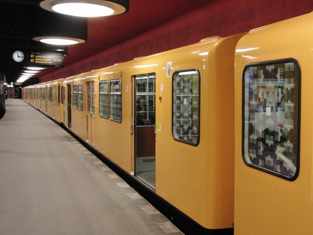 https://pixabay.com/de/berlin-u-bahn-metro-zug-hauptstadt-428700/