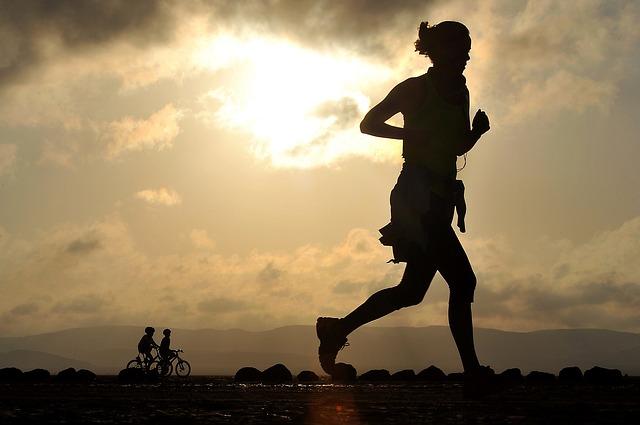 https://pixabay.com/de/laufen-l%C3%A4ufer-langdistanz-fitness-1705716/