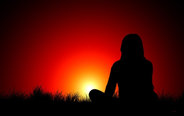 https://pixabay.com/de/sonnenuntergang-frau-silhouette-1815992/