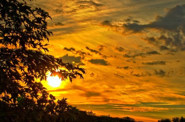 https://pixabay.com/de/sonnenuntergang-landschaft-sommer-264865/