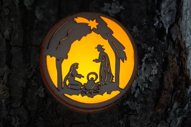 https://pixabay.com/de/krippe-fenster-silhouette-leuchten-581190/