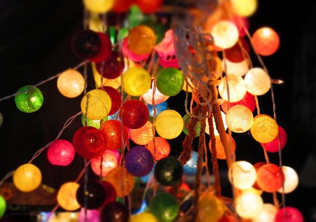 https://pixabay.com/de/lichterkette-lampions-lichter-579076/