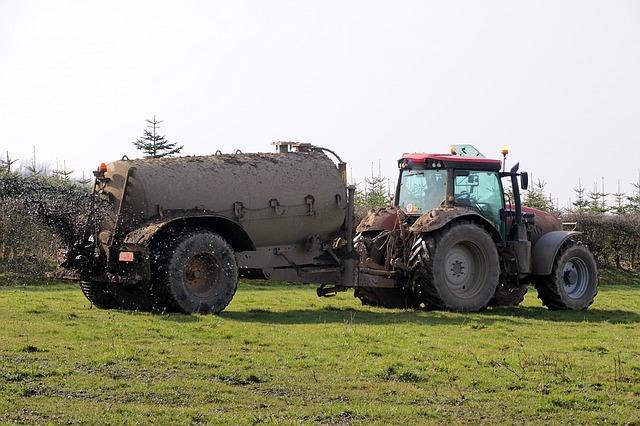 https://pixabay.com/de/g%C3%BCllefa%C3%9F-g%C3%BClle-jauche-traktor-1303058/