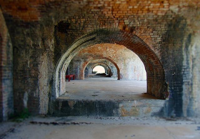 https://pixabay.com/de/tunnel-bogen-ziegel-1572456/