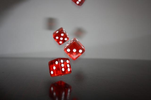 https://pixabay.com/de/w%C3%BCrfel-rot-spielen-spiel-punkte-625961/