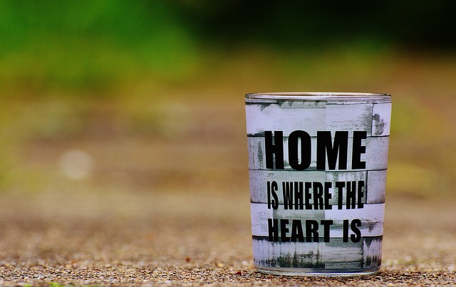 https://pixabay.com/de/zuhause-gl%C3%BCck-home-wohl-f%C3%BChlen-1391003/