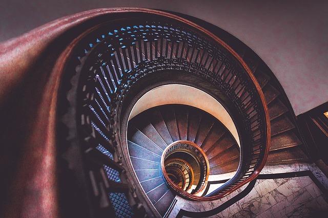 https://pixabay.com/de/treppe-spirale-treppenhaus-spule-1209439/