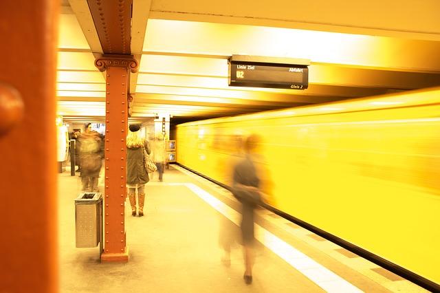 https://pixabay.com/de/u-bahn-bahnhof-metro-berlin-549079/