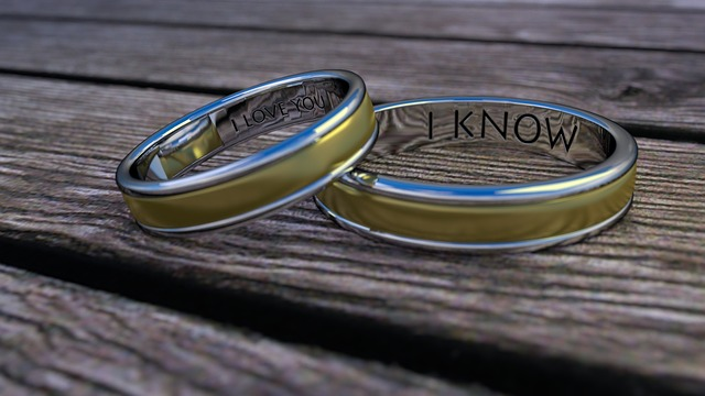 https://pixabay.com/de/ehe-ring-ehering-liebe-gold-695022/