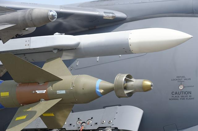 https://pixabay.com/de/rakete-luftwaffe-milit%C3%A4rische-1143116/