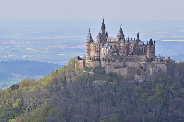 https://pixabay.com/de/burg-berg-schlos-burg-ehrenberg-2004073/