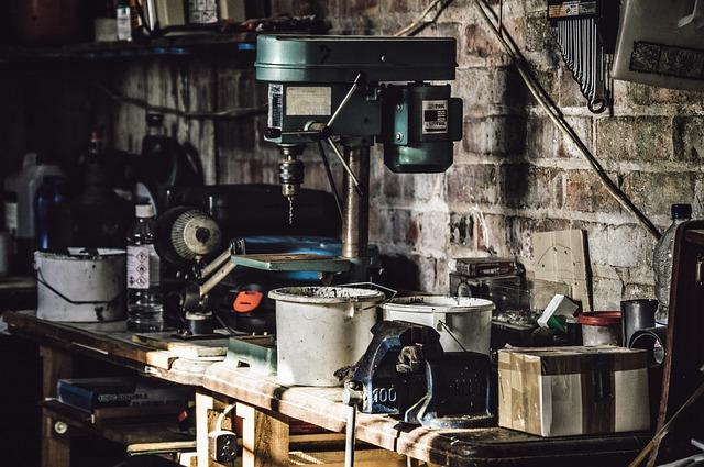 https://pixabay.com/de/bohrer-ausr%C3%BCstungen-garage-1839030/