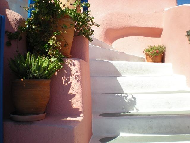 https://pixabay.com/de/santorini-treppe-blumen-80375/