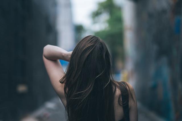 https://pixabay.com/de/haar-weiblich-sexy-hipster-m%C3%A4dchen-863698/
