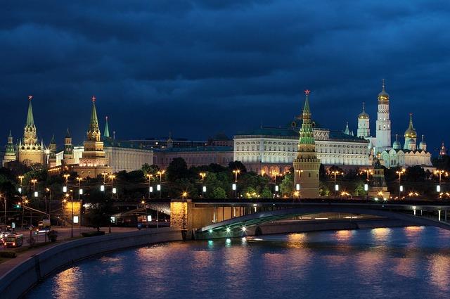 https://pixabay.com/de/moskau-nacht-russland-kreml-2259724/