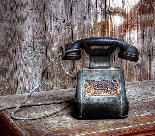 https://pixabay.com/de/telefon-alt-ger%C3%A4t-ehemalige-1988231/