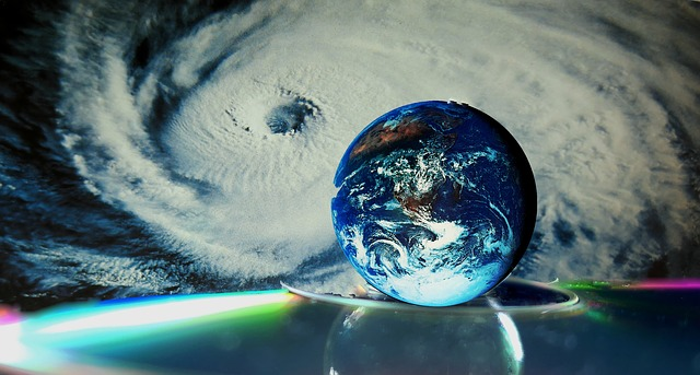 https://pixabay.com/de/erde-wirbelsturm-all-globus-2468444/