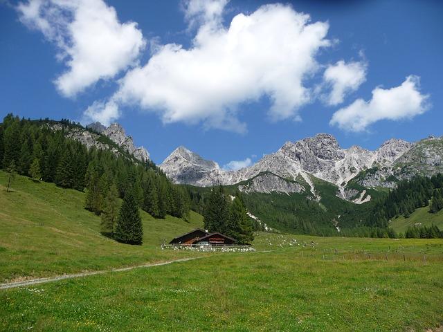 https://pixabay.com/de/alm-salzburger-land-bergh%C3%BCtte-2518428/