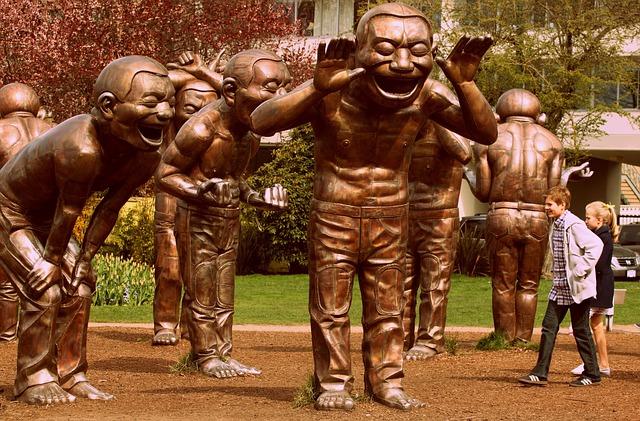https://pixabay.com/de/lachen-statue-skulptur-gl%C3%BCcklich-995213/