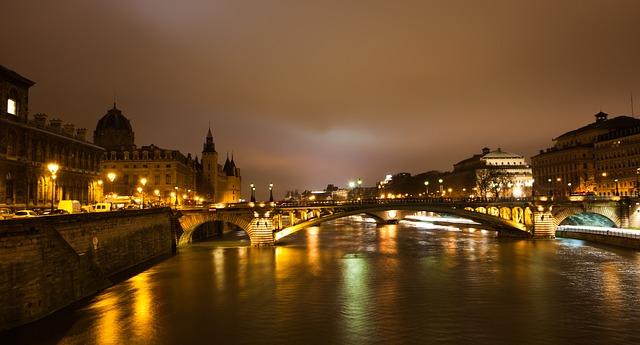 https://pixabay.com/de/paris-nacht-frankreich-abend-859398/