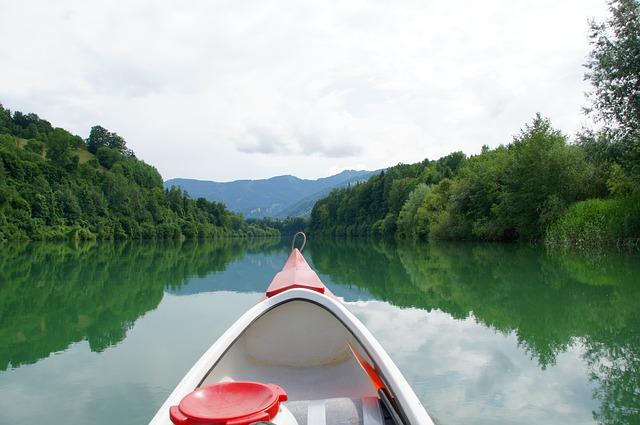 https://pixabay.com/de/fluss-flusswandern-kanu-kanadier-1461012/