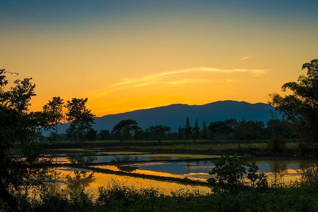 https://pixabay.com/de/sonnenuntergang-berg-natur-2105235/