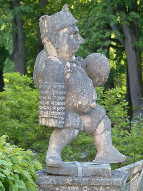 https://pixabay.com/de/zwerg-gnom-figur-skulptur-117349/