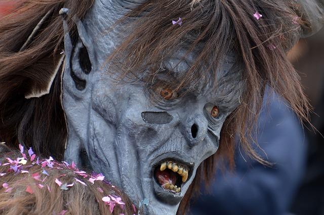 https://pixabay.com/de/percht-maske-kost%C3%BCm-brauchtum-2126448/