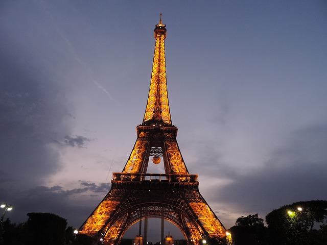 https://pixabay.com/de/paris-frankreich-wahrzeichen-1386349/