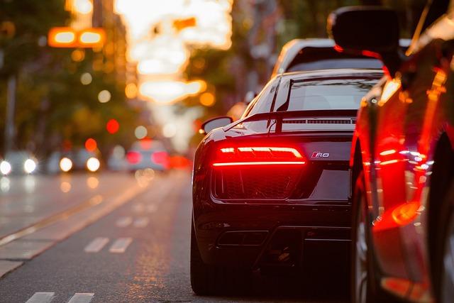 https://pixabay.com/de/auto-fahrzeug-reisen-stra%C3%9Fe-reise-2563506/