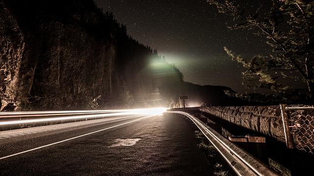 https://pixabay.com/de/nacht-stra%C3%9Fe-zeitraffer-auto-2550637/