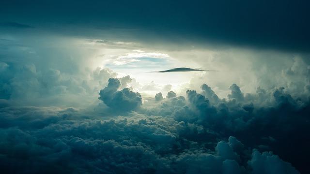 https://pixabay.com/de/himmel-wolken-sonnenlicht-dunkel-690293/