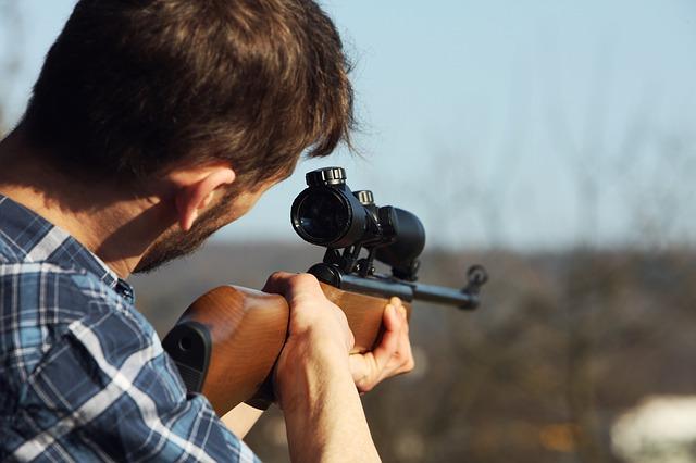 https://pixabay.com/de/sch%C3%BCtze-j%C3%A4ger-amok-sniper-2138995/