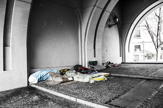 https://pixabay.com/de/obdachlos-decken-n%C3%A4chstenliebe-2090507/