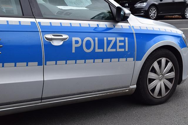 https://pixabay.com/de/polizei-polizeiauto-streifenwagen-1667146/