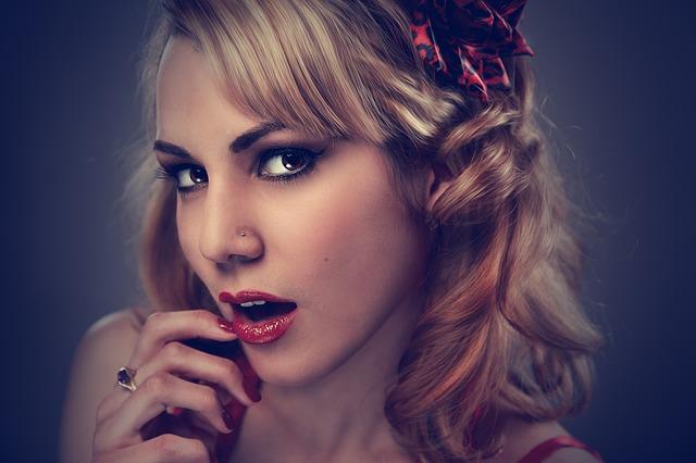 https://pixabay.com/de/studio-portr%C3%A4t-frau-gesicht-modell-660806/