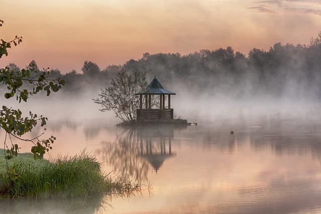 https://pixabay.com/de/lake-dawn-wasser-teich-ruhe-2043076/