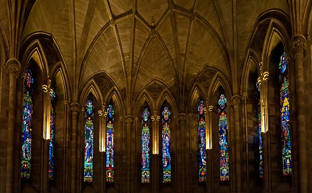 https://pixabay.com/de/abtei-glas-religion-architektur-1160492/
