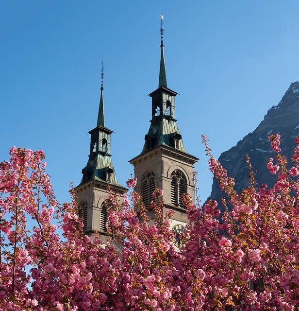 https://pixabay.com/de/architektur-kirche-turm-religion-3360407/