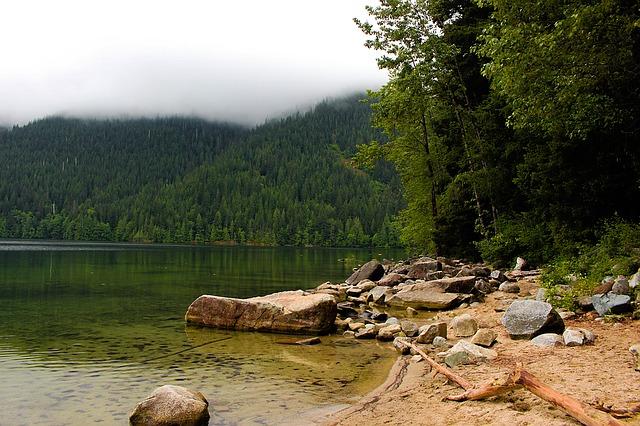 https://pixabay.com/de/see-natur-sch%C3%B6ne-landschaft-wasser-1414296/