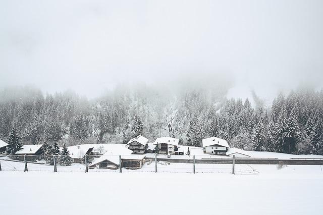https://pixabay.com/de/schnee-dorf-winter-gefroren-wetter-1209411/