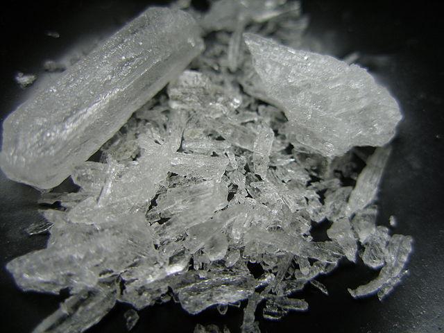 https://upload.wikimedia.org/wikipedia/commons/thumb/2/2d/Crystal_Meth.jpg/640px-Crystal_Meth.jpg