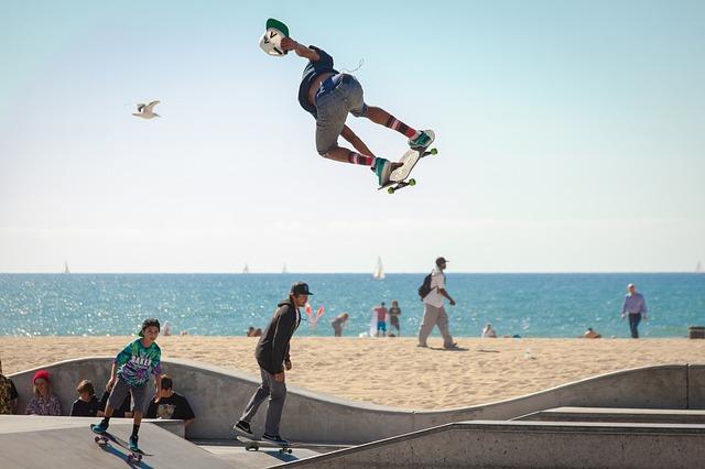https://pixabay.com/de/skateboard-skateboardfahren-690269/