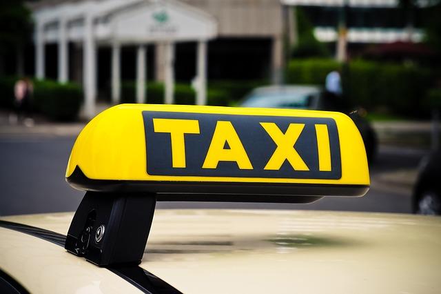https://pixabay.com/de/taxi-schild-auto-3504010/